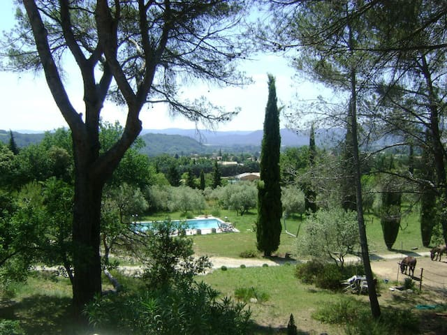 Lovely private bedroom in Luberon - Puyvert - Ev