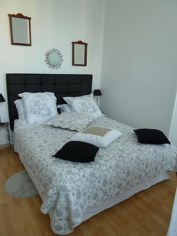 Chambre Simone Fins Bois  - Pérignac - Bed & Breakfast