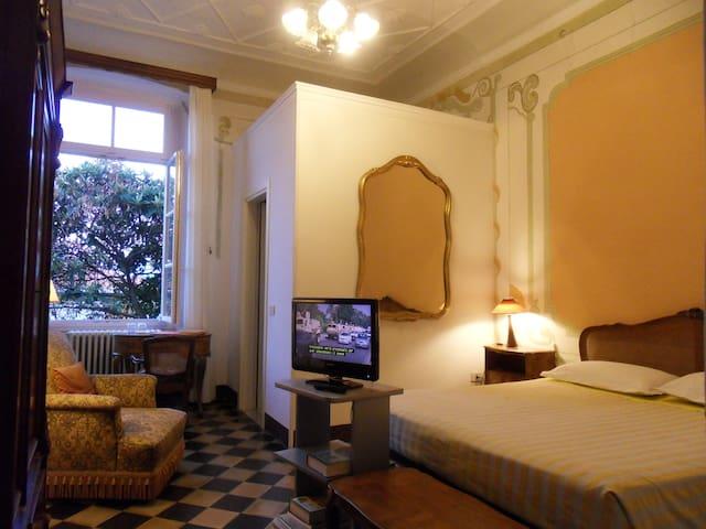 Villa DUCCI 1705: Yellow Room