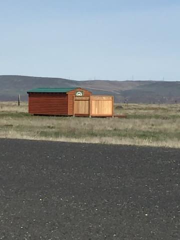 Runway Ramshackle Camping Cabin - Coulee City - Casa de campo