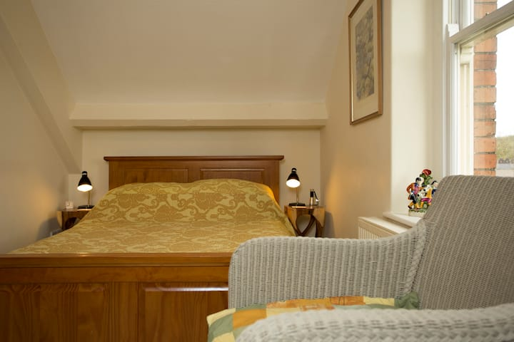Turks Hall Bed & Breakfast in the heart of Bruton