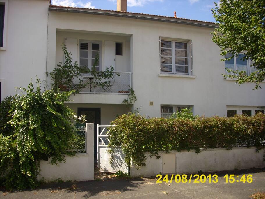 Petite chambre bleue la maison maisons louer la - Chambre des metiers la roche sur yon ...
