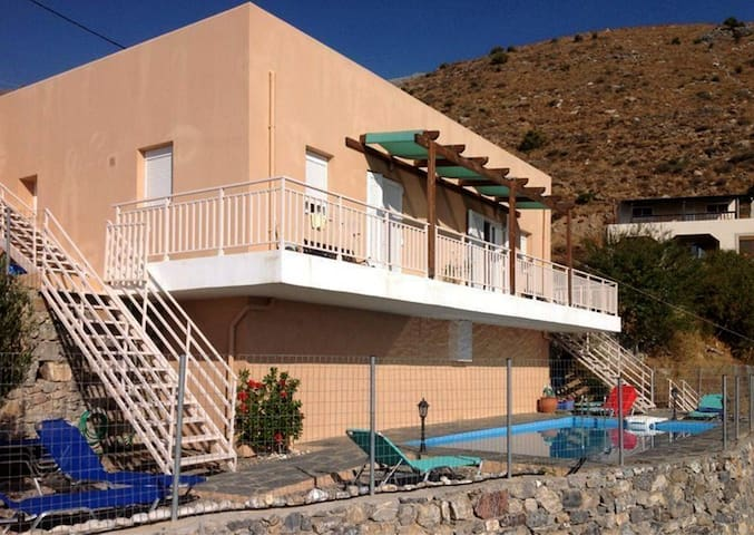 Alpha: villa with pool, South Crete - Mariou - House