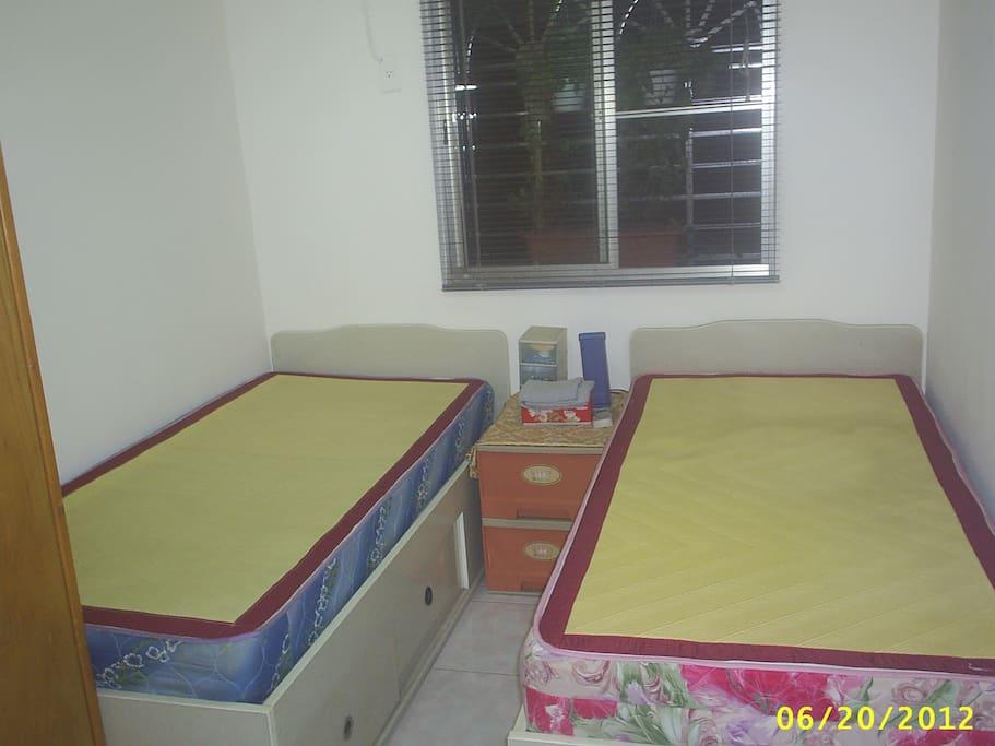 雙單人床房間
