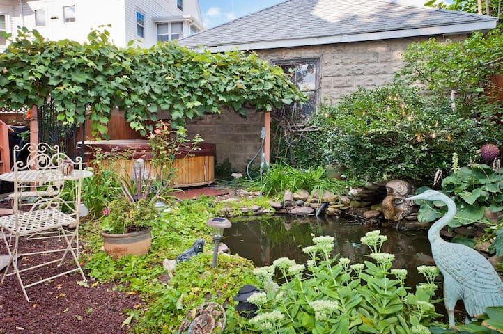 Magical Garden - Beautiful One Bedroom Available - Arlington - Apartment