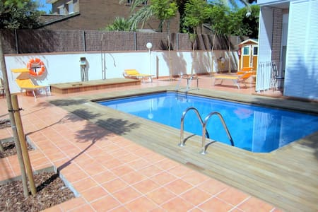 Studio apartment near beach (max.3) - Castelldefels - Lejlighed
