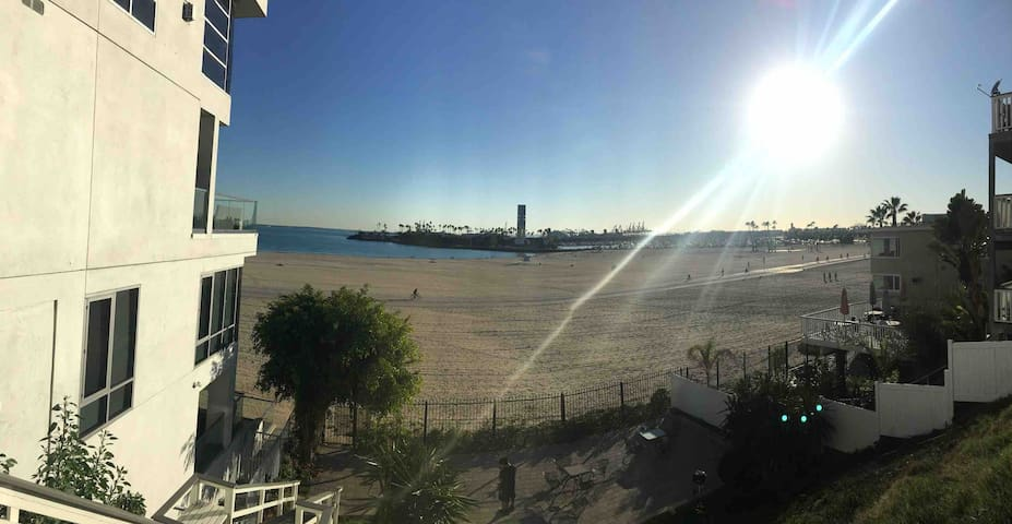Downtown Long Beach Condo with direct beach access