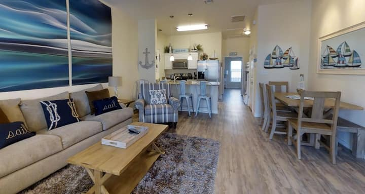 Walk to the beach from this 1 BR / 1 Bath Rental