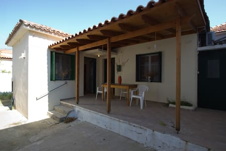 ''Quiet'' Detached House in Skala Eresos - Skala Eresou - Hus