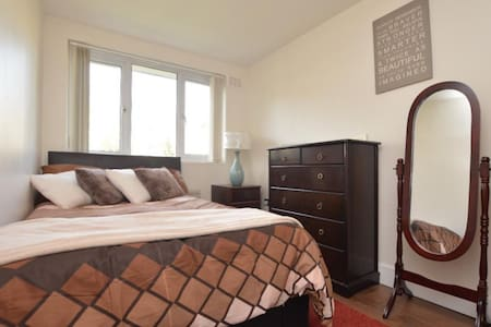 lovely Room Near Dulwich Woods - Londres - Casa