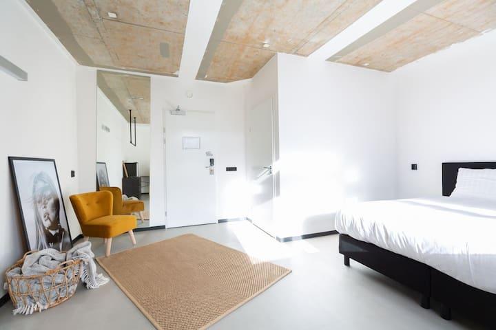 Medium Room, Maximum Comfort