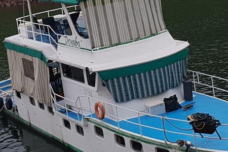 Domba Houseboat