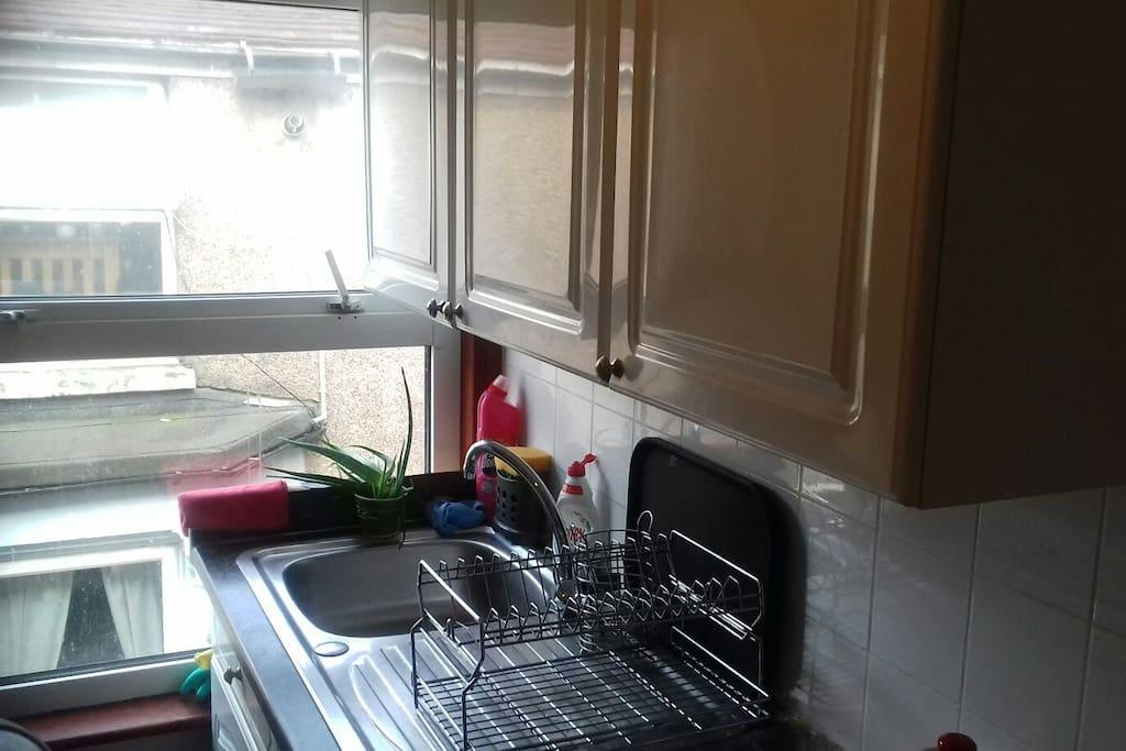 Kitchen sink and dryer