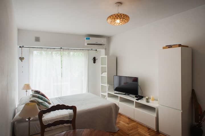 Impecable luminoso y acogedor con balcón Recoleta!