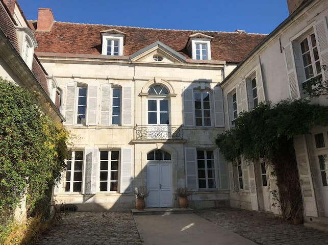 Mansion Saint-Eusèbe  - Room/courtyard