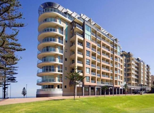 1 Bedroom in Platinum Apartments - Glenelg - Leilighet