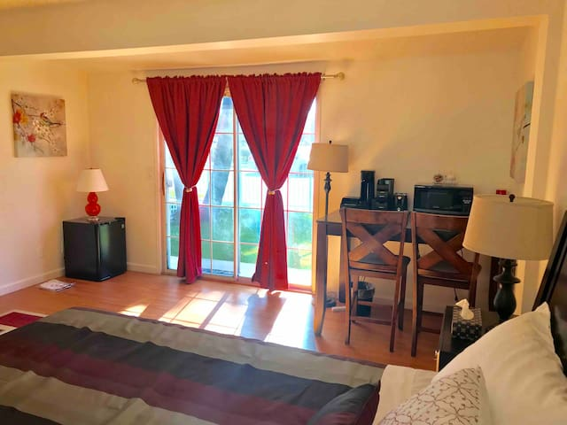 A comfortable private Bedroom, Separate entrance