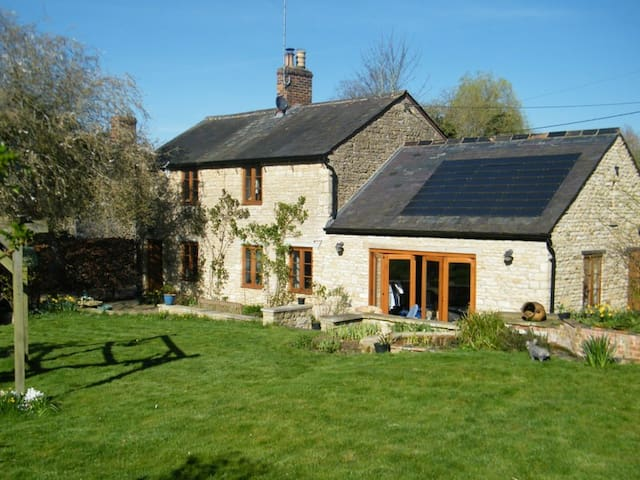 Rectory Cottage (brass double bed)