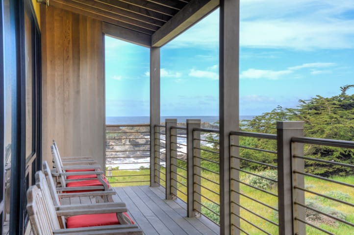 Marbo: Luxury Oceanfront Home in Sea Ranch