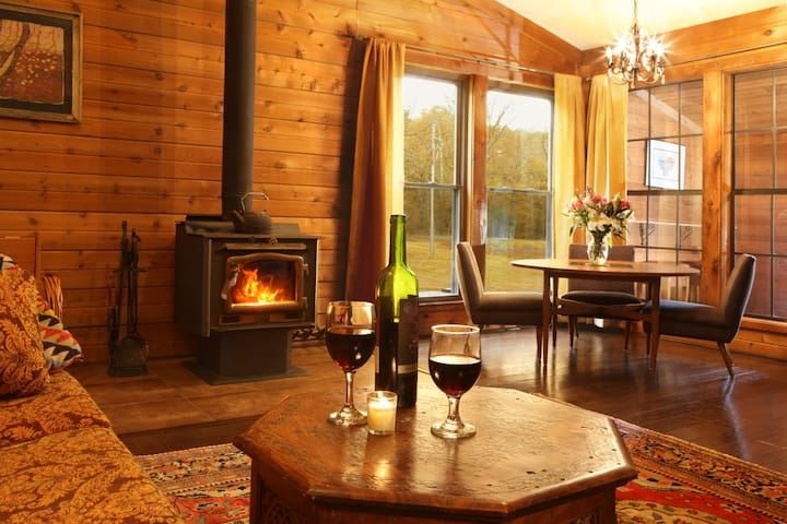 Romantic Cabin Near Cedar Lake & On SI Wine Trail!