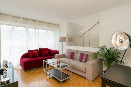 Bright and modern flat near Champs-Élysées. - Neuilly-sur-Seine