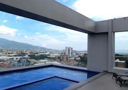 NEW PENTHOUSE ...A CLASS LIVING - San José - Lägenhet