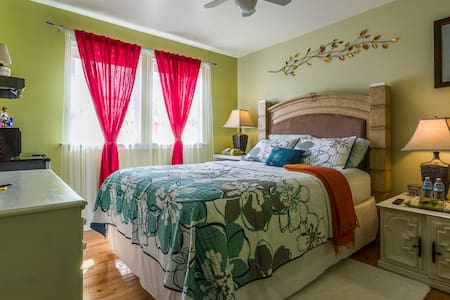 Cozy Clean Safe Queen Room Near O'Hare/Rsmt