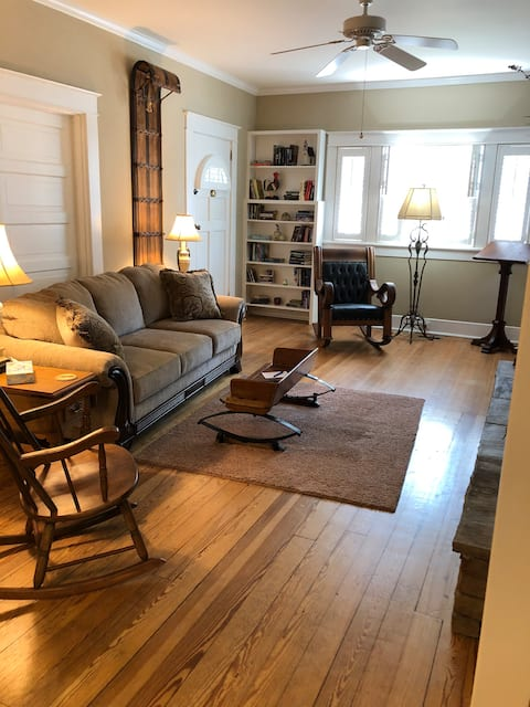 Bungalow in Historic Downtown (Wkly Discounts)