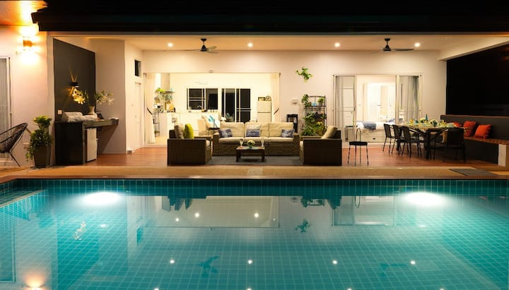 Barefoot Villas - 2 Luxury Pool Villas in Privacy