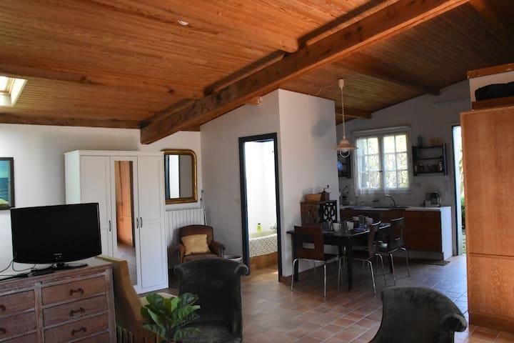 Maison/Studio 47 m2 avec grand jardin