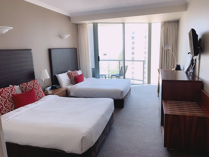 Hotel Room Surfers Paradise No Cleaning fee!