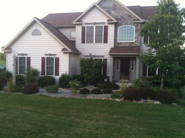 Beautiful House on 3 acres - Pottstown - House