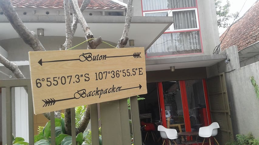 Buton Backpacker Lodge (Cozy Double Bed)