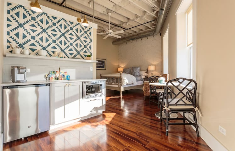 Barrington Loft Space close to Metra train