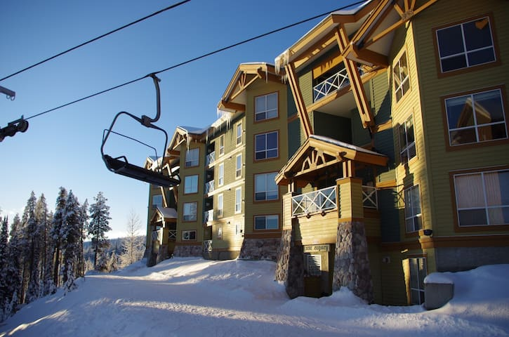 Legacy 102, one bedroom vacation rental, close to the Big White's centre - Legacy 102