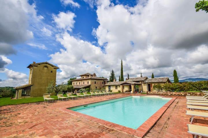 Maison avec 7 chambre de lit à 40km de Orvieto