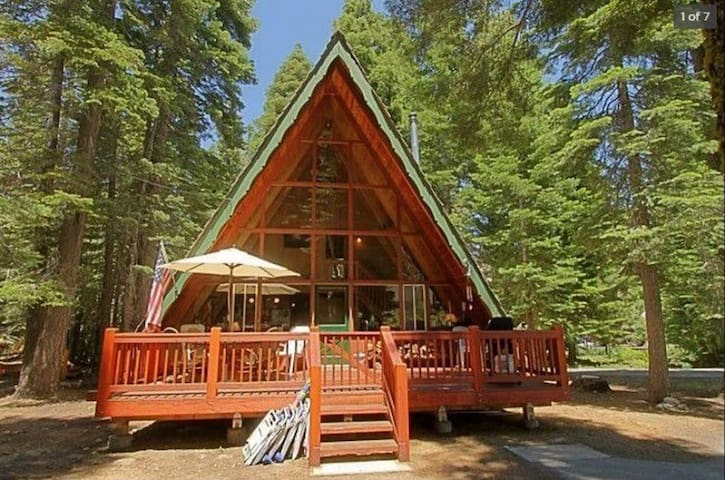 Great West Shore Cabin in Chamberlands. Quiet Neighborhood. Near Ski Resorts. - 	Sunny Cabin in Chamberlands