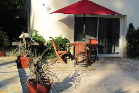 Modern Garden Apartment with pool - Le Castellet