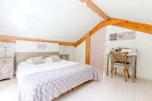 Côté Ouest, Chambre Coeur avec lit en 160*200.
