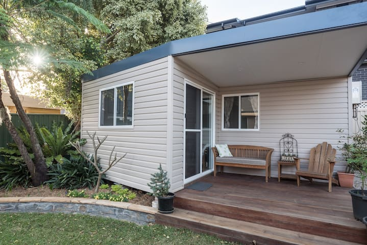 Revesby - cosy quiet garden apartment