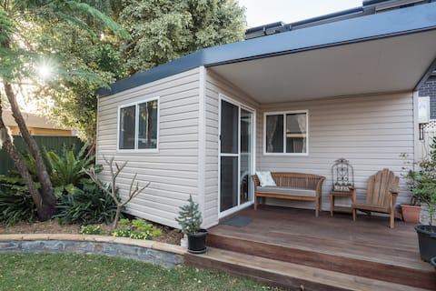 Revesby - cosy quiet garden apartment
