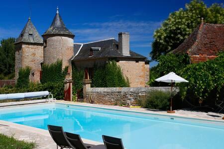 Chambre Mauve avec piscine - Loubressac
