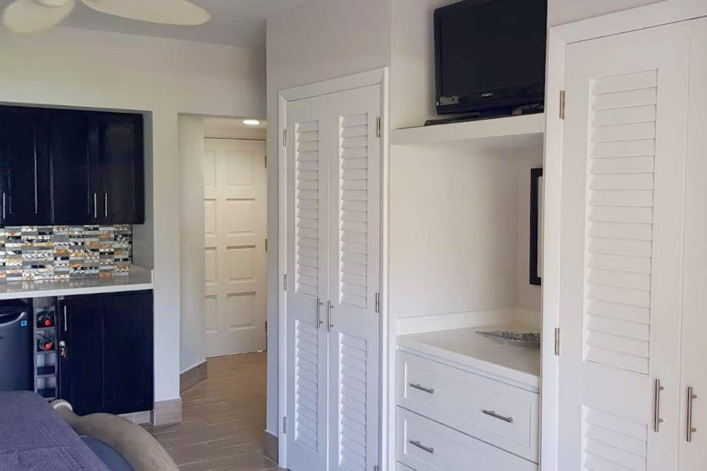 Separate access to each room if you want to use the living room as a separate bedroom.
