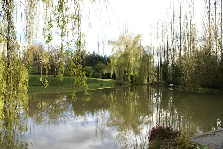 Cottage with pond near Caen