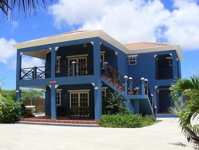 Divers vacation villa penthouse