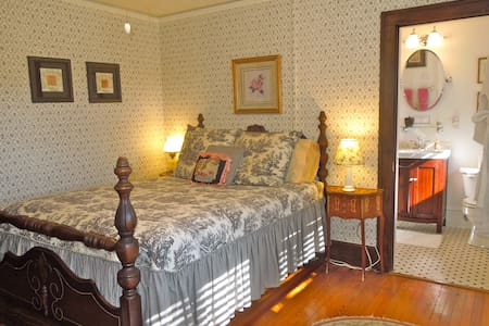 B&B room w pvt bath 1mi to Biltmore - Asheville - Bed & Breakfast