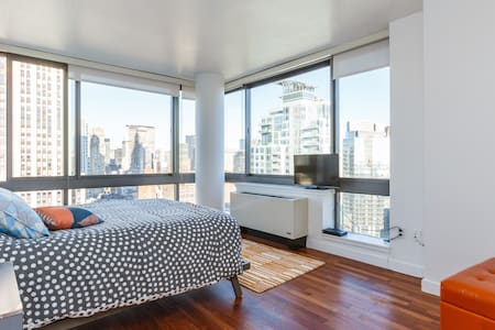 Spectacular city views will leave you breathless in this luxury midtown penthouse apartment.  The master bedroom with ensuite private bath allow privacy while you will share the rest of the apartment with your host in this 2bed, 2bath 1100+sqft apt.