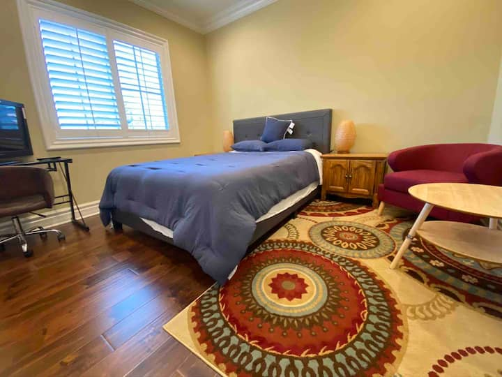 Females only-monthly Rental-Private RM &Queen bed