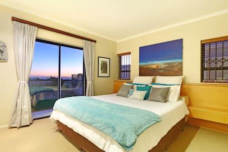 Breathtaking Beachfront Suite - House