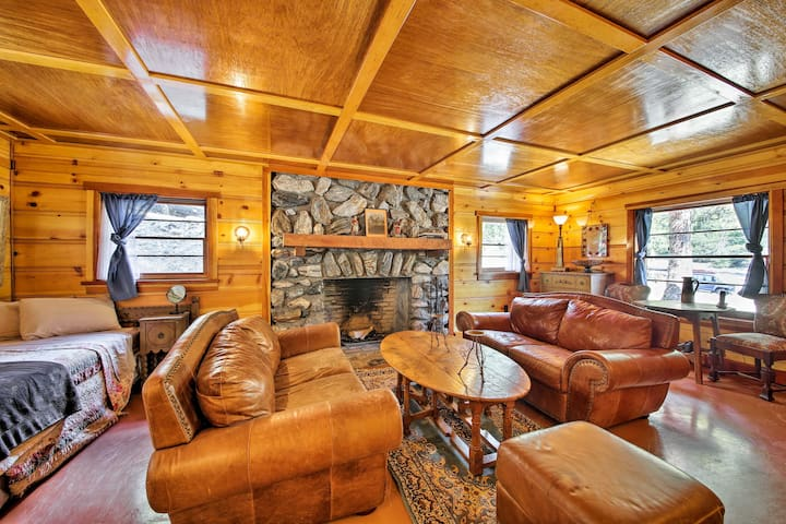 NEW! Cozy Cabin w/Fire Pit- 1mi to Mt Baldy Resort
